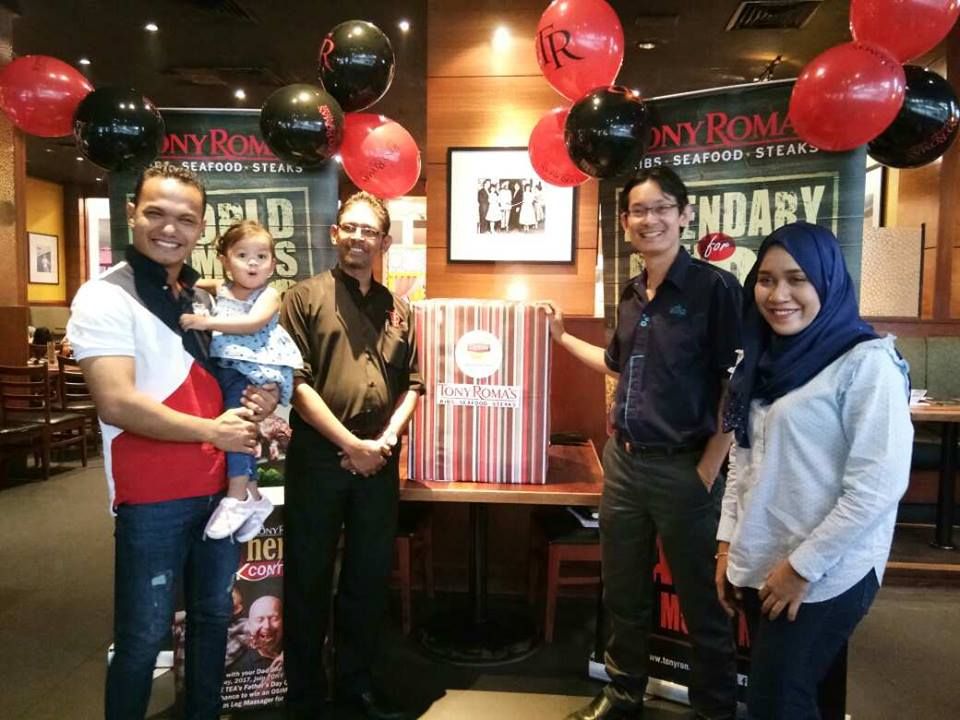 Tony Roma's & Lipton Ice Tea Winner For Father's Joy Contest